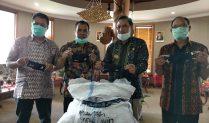 Komisioner KPIKasih Bantuan APD ke Gugus Tugas Covid-19 Manggarai