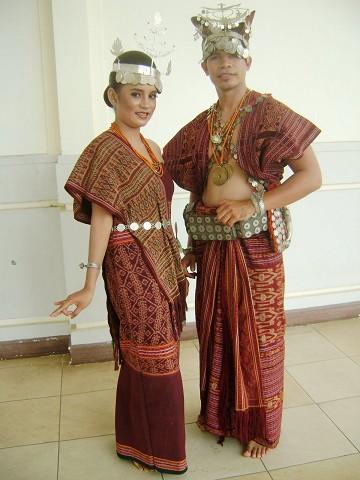 Pakaian adat yang berwibawa
