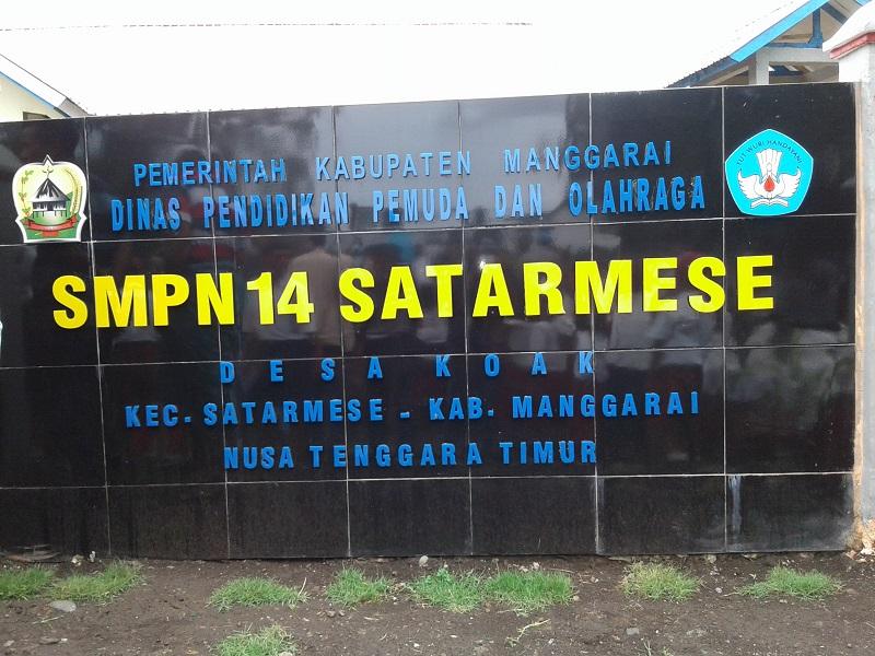 Bupati Kamelus Deno Resmikan Gedung SMPN 14 Satar Mese