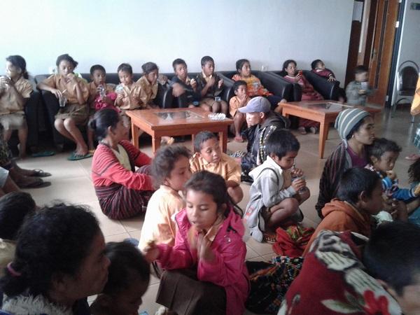Kampung Diserang,Warga mengungsi Ke Kantor Bupati
