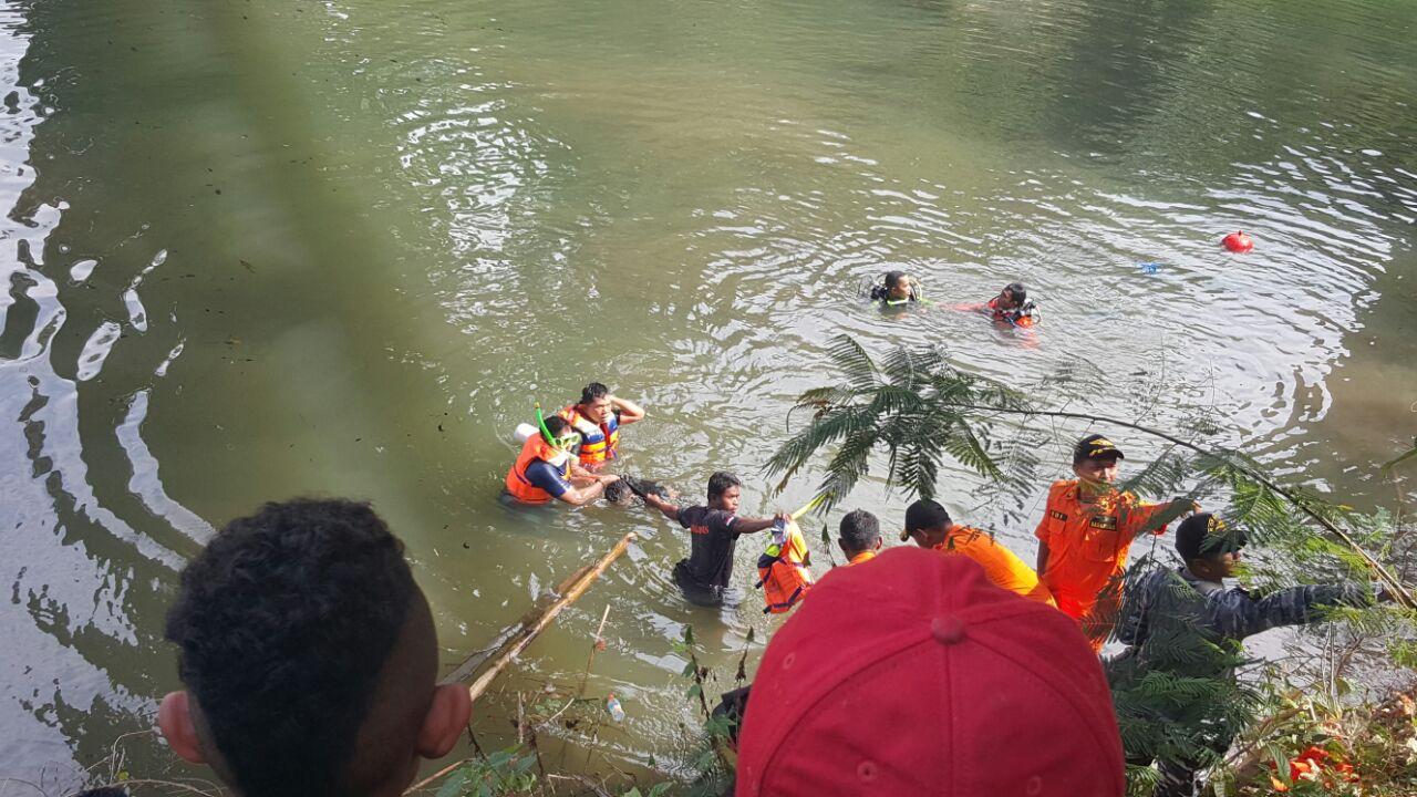Usai Ditabrak Truk, Jasad Apri Ditemukan Di Dasar Sungai Wae Mese