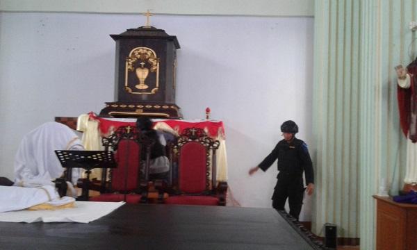 Jelang Misa Natal, Gereja-gereja Di Ruteng Disteril