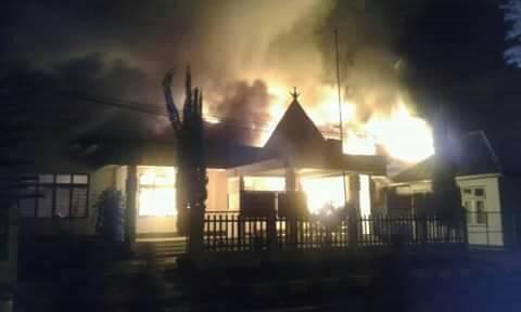 Kantor Kejaksaan Negeri Ruteng Ludes Terbakar