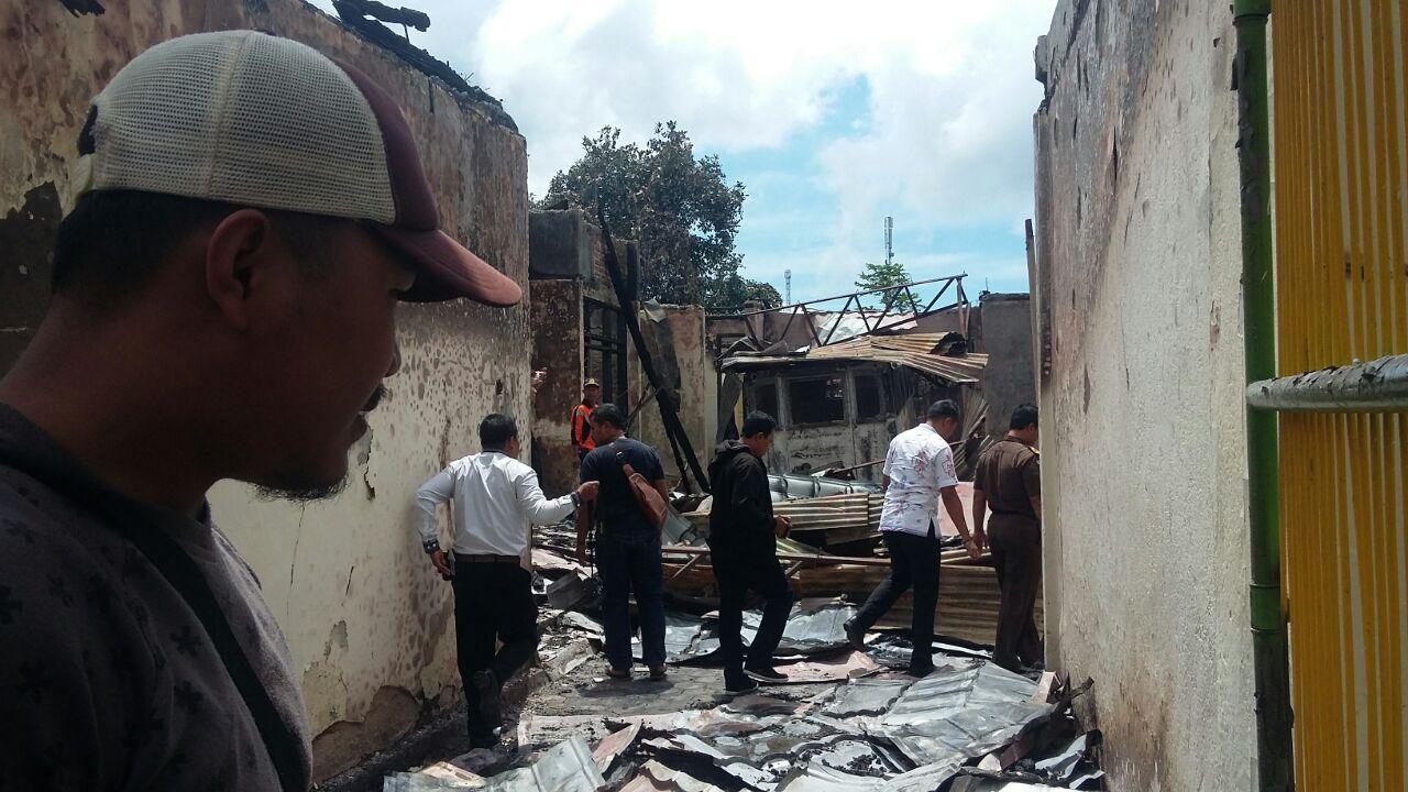 Tim Puslabfor Denpasar Selidiki Kebakaran Kantor Kejari Ruteng