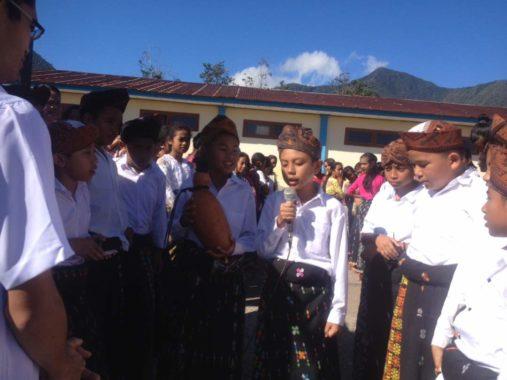 Kagum Melihat Siswa SD Ruteng V Mendaraskan Bahasa Ritual