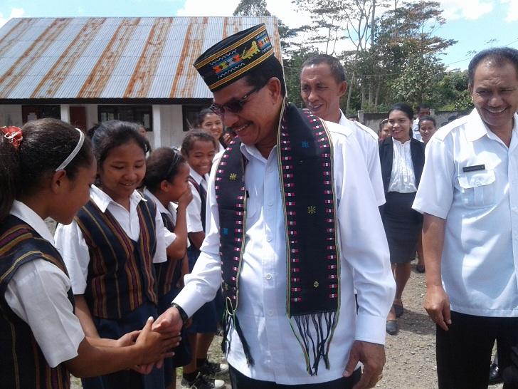 Berkantor di Desa, Bupati Deno Janjikan Listrik PLN Bagi Warga Enam Desa di Reok Barat