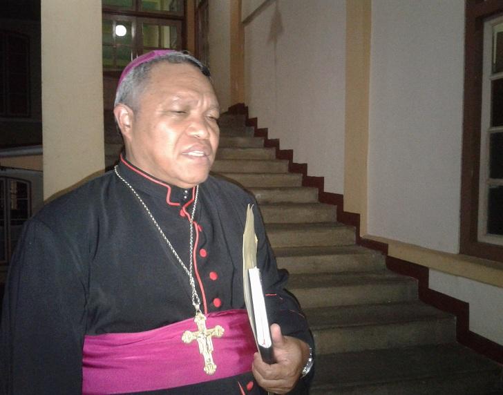 Awam Katolik : Mgr. Hubertus Leteng Harus Mengundurkan Diri