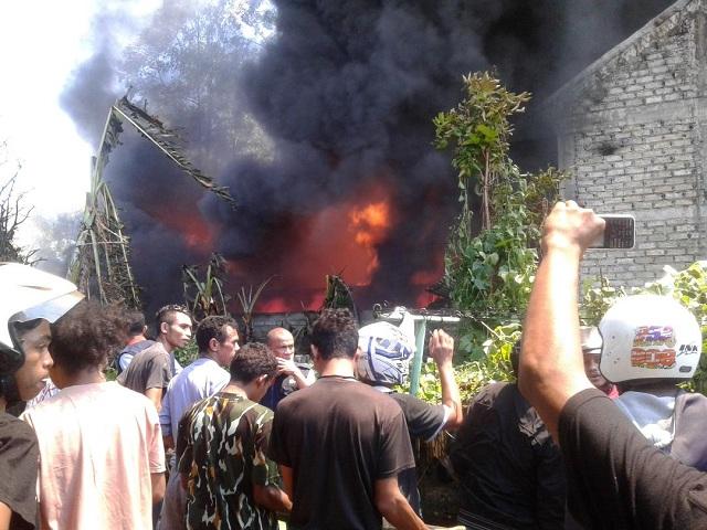 Gudang Milik Distributor Perabot Rumah Tangga di Ruteng Terbakar