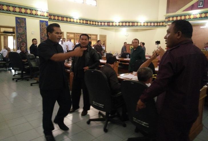 Lagi, Anggota Dewan di Manggarai Berkelahi di Ruang Paripurna
