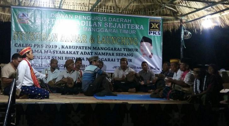 Kentalnya Nuansa Suku Rembong pada Syukuran Akbar dan Launching Caleg PKS Matim