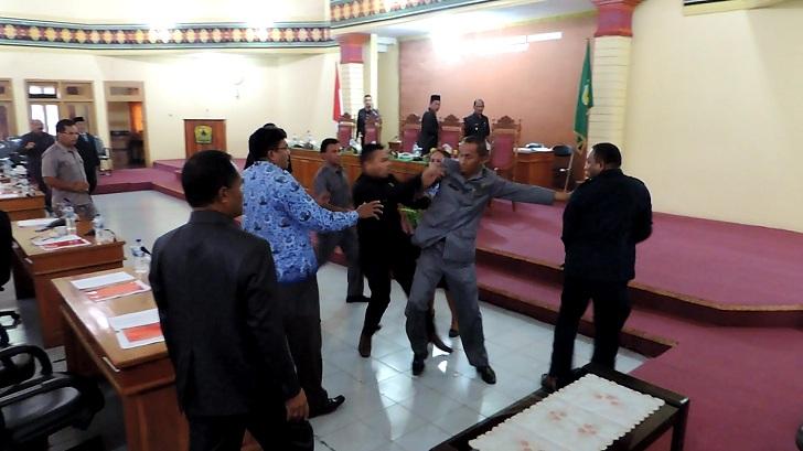 Aduh!! Marsel Ahang Ngamuk Lagi di Sidang Paripurna DPRD