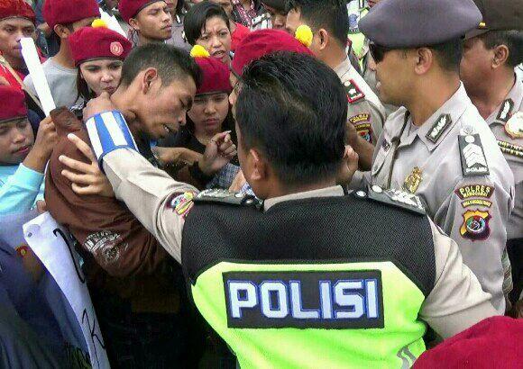 Demo Hari Anti Korupsi Ricuh, Polisi di Ruteng Pukul Mahasiswa