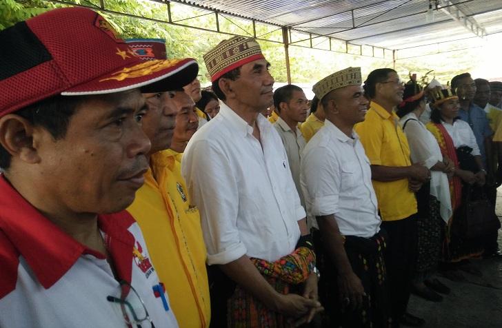 SaatMendaftar di KPU, Cabup Frans Sarong Janji Bebaskan Masyarakat dariIsolasi