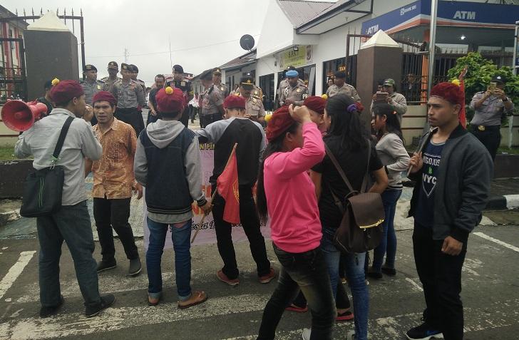Mahasiswa Kembali Demo Desak Polda NTT Tahan Iptu Aldo dan Aiptu Komang