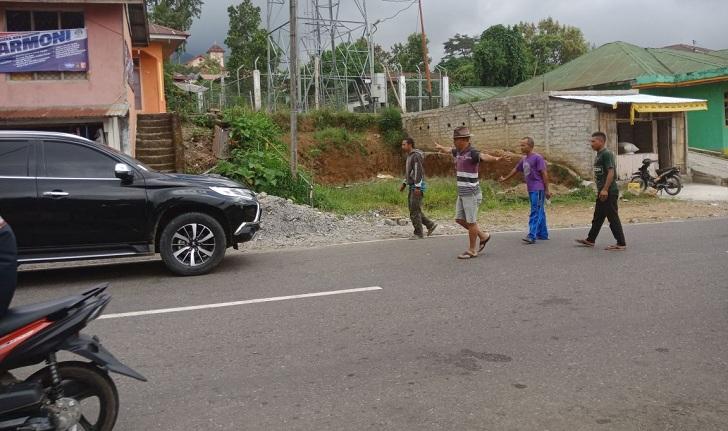 Mobil Cagub Benny Litelnoni Diadang Kawanan Pemuda di Carep