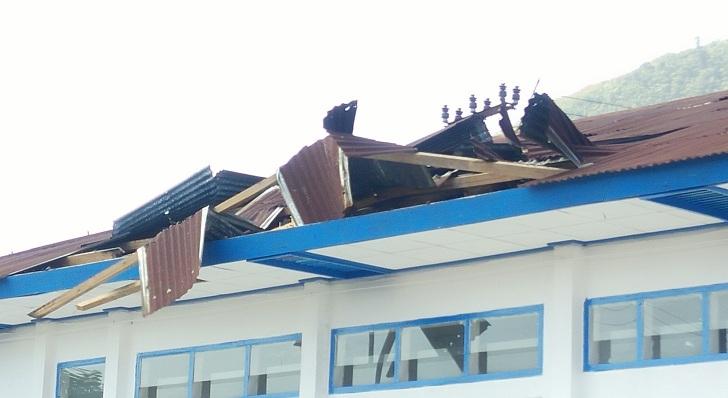 RSUD Dr Ben Mboi Ruteng Rusak Dihantam Angin Kencang,Pasien Dievakuasi