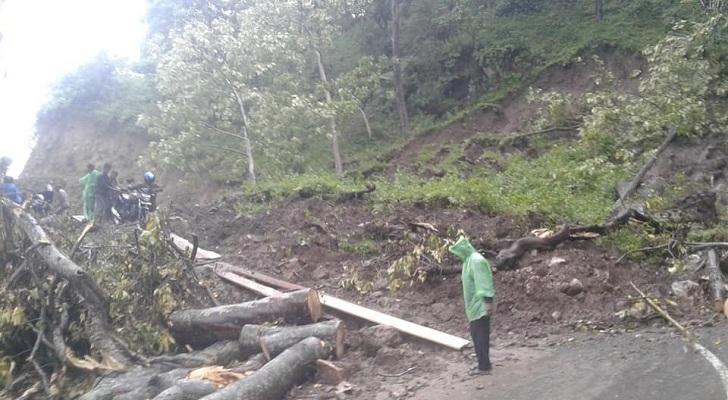 Hujan Deras, Longsor Tutup Jalan Ruteng-Reo