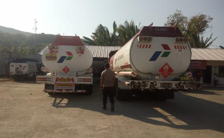 Kuras BBM di Jalan, Polsek Reok Amankan Dua Truk Tanki Pertamina dan Tetapkan 4 Orang Tersangka