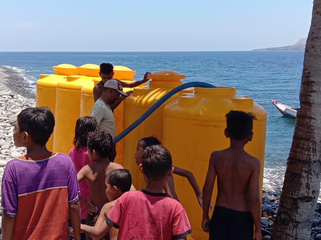 Krisis Air Parah, Pemkab Manggarai Distribusi Air ke Pulau Mules