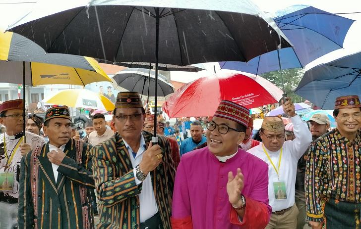 Bupati Deno : Mgr. Siprianus Hormat Hidup dalam 'Filosofi Harapan' Leluhur Orang Manggarai
