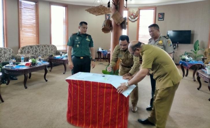 Bupati Deno Teken Naskah Hibah Dana Pengamanan Pilkada Manggarai