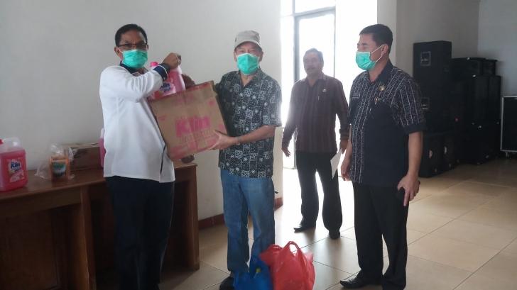 Pemkab Manggarai Dapat Bahan Disinfektan dari Paguyuban Tionghoa