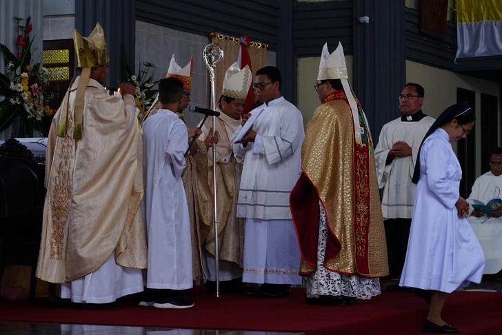 Mgr.Siprianus Hormat Ditahbiskan Jadi Uskup Ruteng