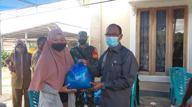 Wakil Bupati Manggarai : Pemberian Sembako dan Edukasi Covid-19 Tugas Kemanusiaan