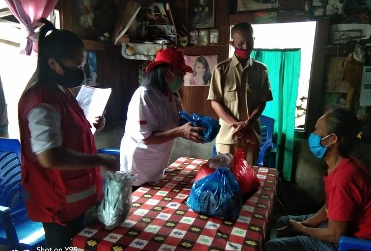 PMI Matim Bagi Sembako dan Masker Di Torok Golo