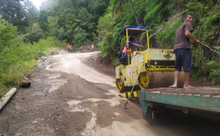 Jalan Ruteng-Iteng Mulai Diperbaiki