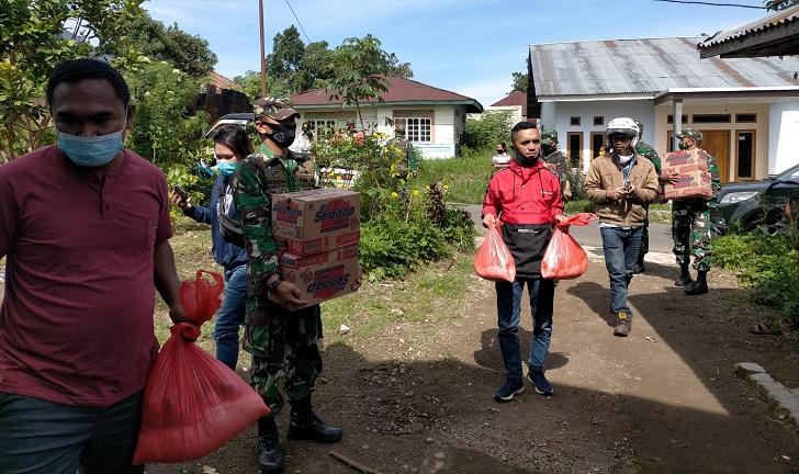 Jurnalis Manggarai dan TNI Bagikan Sembako di Panti Asuhan