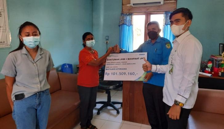 Ahli Waris Karyawan PDAM di Manggarai Barat Terima Santunan BPJS Ketenagakerjaan