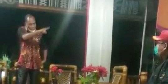 Video Viral: Bupati Alor Usir Staf Kemensos hingga Mengumpat Menteri Rismaharini
