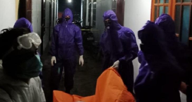 Tukang Service Arloji Ditemukan Meninggal Dalam Kamar Kos, Polisi Pakai APD Lengkap