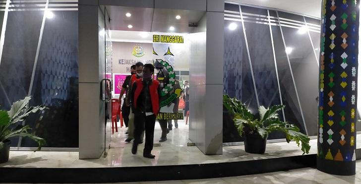 Korupsi Dana BOS Rp800 Juta, Kejaksaan Tahan Kepsek dan Bendahara SMPN I Reok